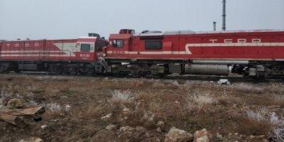 Sivas'ta yük trenler çarpıştı