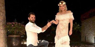 Aylin Coşkun'a romantik evlilik teklifi!