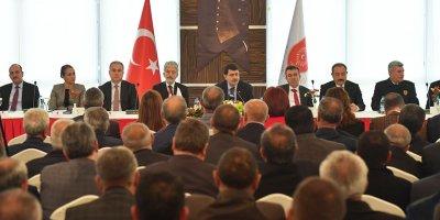 Ankara'nın Valisi ve Başkanı muhtarları dinliyor