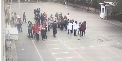 Depremde öğrencilerin korku dolu anları