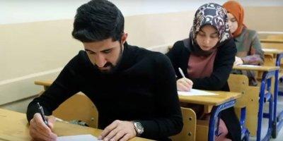 Üniversiteli gençlere umre ödüllü Mevlid-i Nebi Bilgi Yarışması