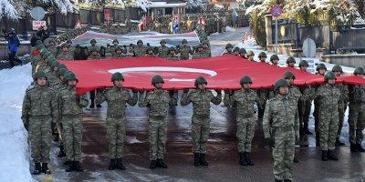 Askerler Ankara sokaklarını inletti