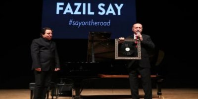 Erdoğan, konser sonrası Fazıl Say'a hediye verdi