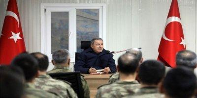 Bakan Akar'ı Şırnak'ta Vali Aktaş karşıladı