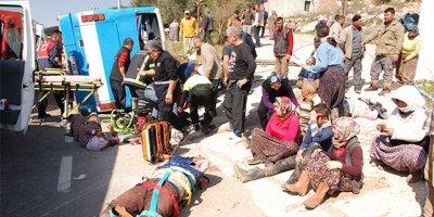 Tarım işçilerini taşıyan midibüs devrildi: 5 ölü, 22 yaralı