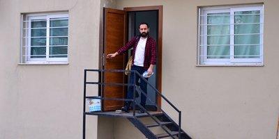 Adana'da oturduğu evin kiraya verileceğini internetten öğrendi