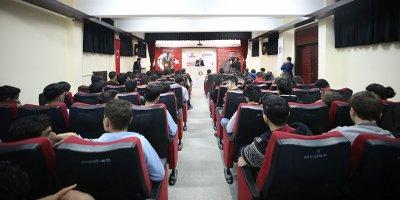 Başkan Ercan gençlerin sorularını yanıtladı
