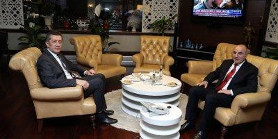 Bakan Ziya Selçuk'tan Başkan Turgut Altınok'a tebrik ziyareti