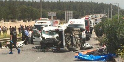 İzmir'deki feci kazada 7 kişi öldü