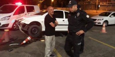 Alkollü sürücü korkuluklara çıktı