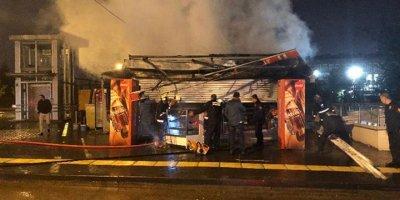 Ankara'daki yangında büfe küle döndü