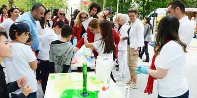 Oya Akın Yıldız Okulları öğrenci ve velileri Bilim Sokağı'nda keşfe çıktılar