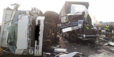 Otobanda katliam gibi kaza: 9 ölü