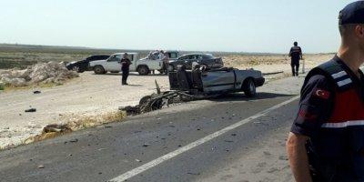 Feci kaza! Otomobil ortadan ikiye bölündü