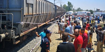 Mersinde tren kazası: Ölü ve yaralılar var