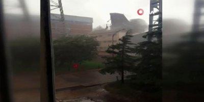 Nallıhan'da fırtına çatıyı uçurdu