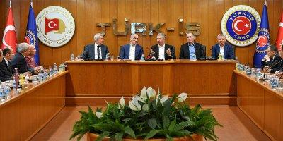 Başkan Mansur Yavaş'tan TÜRK-İŞ'e ziyaret