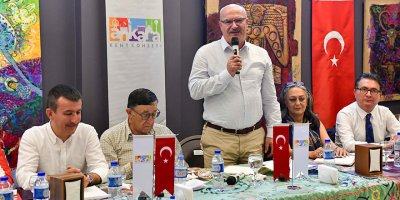Ankara Kalesi için el ele