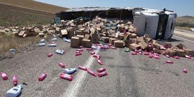 Kırıkkale'de deterjan yüklü tır devrildi: 1 yaralı