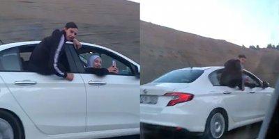 Otomobilin camında tehlikeli yolculuk