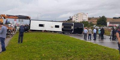 Yolcu otobüsü devrildi! 1 ölü