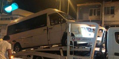 Denizli'de minibüs ve askeri araç çarpıştı