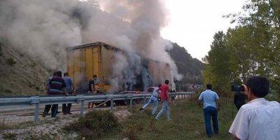 Ankara'da tır yangını korkuttu