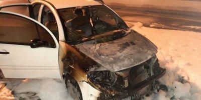 Başkent'te seyir halindeki otomobil yandı