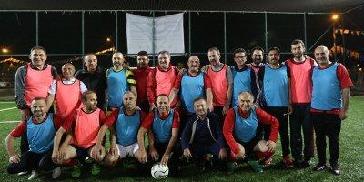 Bakanlar ve milletvekilleri siyasete futbol arası verdi