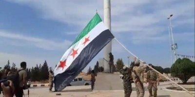 Tel Abyad merkezine SMO Bayrağı çekildi
