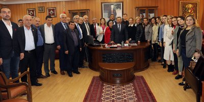 Muhtarlar Başkan Demirel'i ziyaret etti