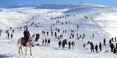 Elmadağ'daki kayak merkezine ziyaretçi akını