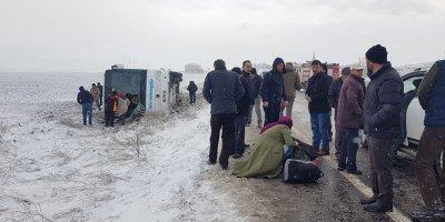 Kayseri'de yolcu otobüsü devrildi