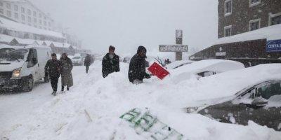 Uludağ'daki tatilcilere kar şoku