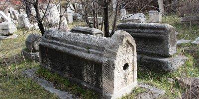 800 yıllık Kadılar Mezarlığı yok olma tehlikesi yaşıyor