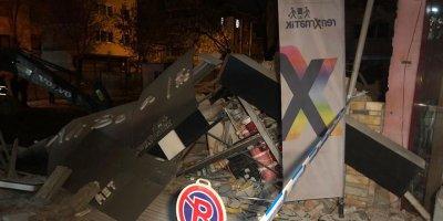 Yenimahalle'de 3 katlı dükkan çöktü