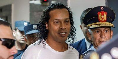Ronaldinho ve kardeşi Paraguay'da tutuklandı