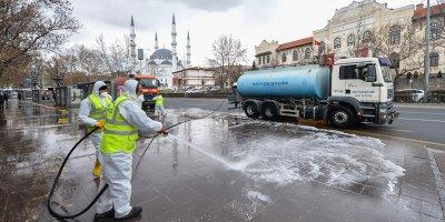 Başkent'te caddeler dezenfekte ediliyor