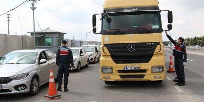 Ankara'nın giriş ve çıkışlarında korona denetimi