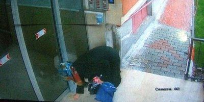 Kayseri'de elindeki sıvıyı asansör ve kapılara süren kadın yakalandı