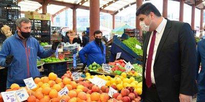 Başkan Oğuz'dan pazarcı esnafına destek