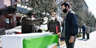 Mamak'ta yeni hafta maske dağıtımı ile başladı