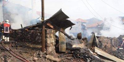 Kızılcahamam'da yangın: 7 ev kül oldu