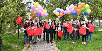 23 Nisan'da 23 mahalle 23 sokakta çocuklara balon ve bayrak sürprizi