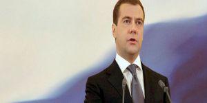 Medvedev: Ukrayna ile ilişkiler tamamen kopabilir