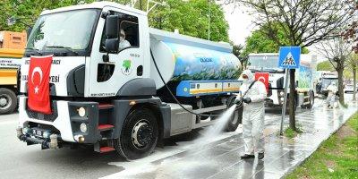 Mamak Belediyesi mahalleleri dezenfekte ediyor