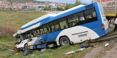 Ankara'da bir TIR ile EGO otobüsü çarpıştı
