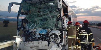 Yolcu otobüsü kamyona arkadan çarptı: 2 ölü