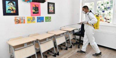 Mamak'taki okullar dezenfekte ediliyor