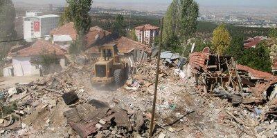 17 gecekondunun yıkımına başlandı